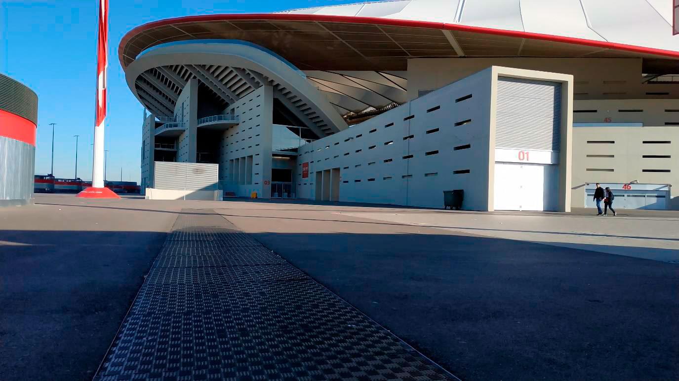 Tapas Fibrelite instaladas en un estadio de La Liga