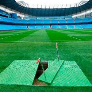 Tapas Fibrelite instaladas en un estadio de la Premier League